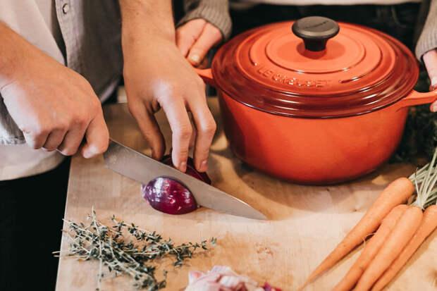Вещи, от которых больше всего портится кухонная столешница