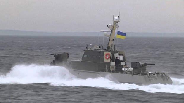 Российский корабль прогнал украинский катер с американскими журналистами