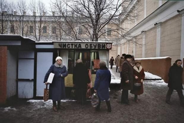 Советские киоски по чистке обуви.