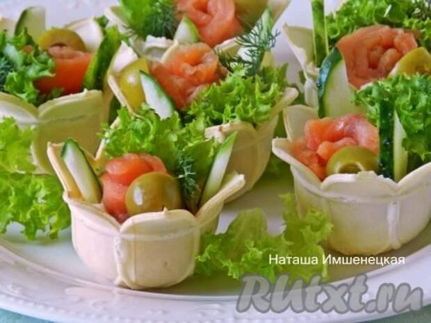 Тарталетки с красной рыбой и творожным сыром