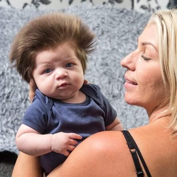 Малыш родился сгустой шевелюрой. Как онвыглядит спустя 4 года?