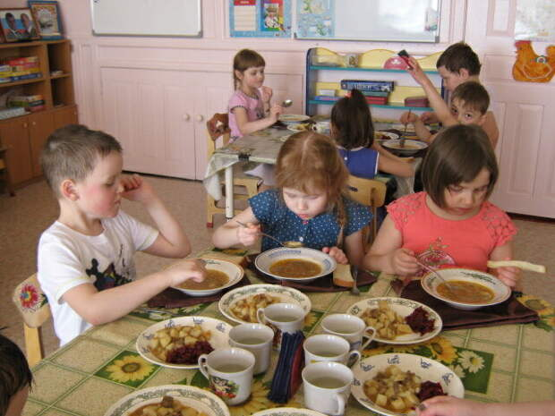 Стоит ли удивляться, что дети плохо кушают? Про питание в детском саду
