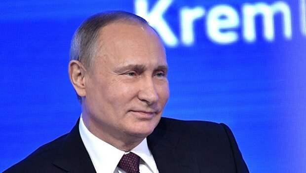 Президент РФ Владимир Путин на двенадцатой большой ежегодной пресс-конференции в Центре международной торговли на Красной Пресне. 23 декабря 2016. Архивное фото.