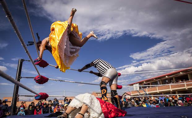 Летающие чолитас: боливийская борьба в юбках