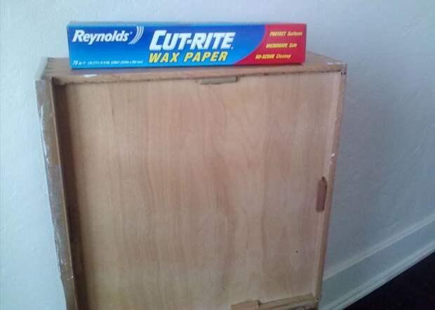 Вощёная бумага против скрипа мебели и дверных петлей.