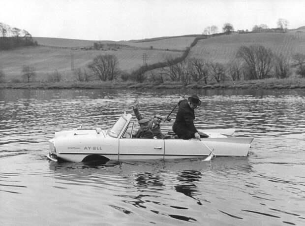 Аква-автомобиль немецкой постройки, мог передвигаться как по суши, так и по воде, 1964 год авто, мото, ретро