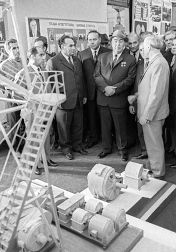 Первый секретарь ЦК Компартии Азербайджанской ССР Гейдар Алиев и генеральный секретарь ЦК КПСС Леонид Брежнев