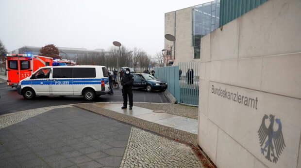 В Берлине автомобиль врезался в ворота ведомства канцлера ФРГ