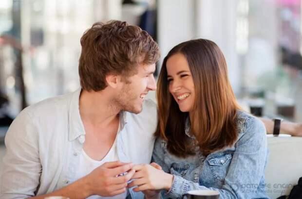 Как ведет себя мужчина, если ему нравится женщина, но он это скрывает: психология