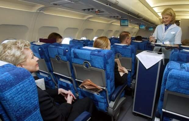 Стюардесса с 7-летним стажем честно рассказывает о том, что скрыто от глаз пассажиров