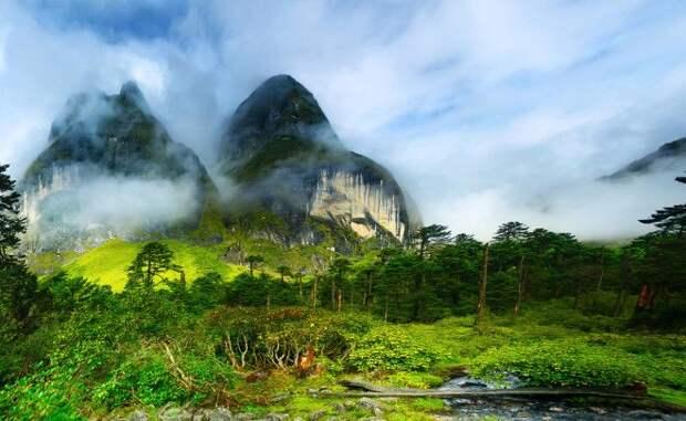 Барун Непал Долина Барун является частью гималайских хребтов и находится на территории национального парка Makalu С вершин окружающих гор открывается умопомрачительный вид на всю долину прогулка по которой принесет путешественнику немало приятных эмоций