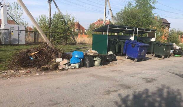 ВТюмени неизвестные вэлитном коттеджном посёлке вывалили 5 бочек жмыха
