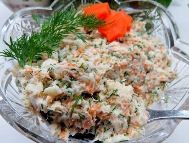 """Как я из дешевого минтая готовлю ресторанный салат """"Раковые шейки"""": рецепт"""