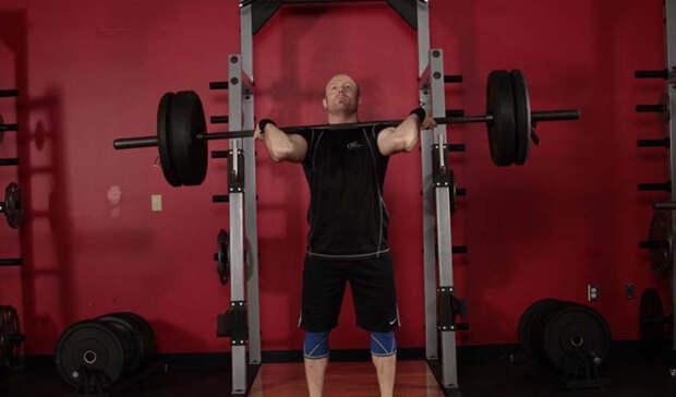 Всего три упражнения, которые сделают плечи сильными
