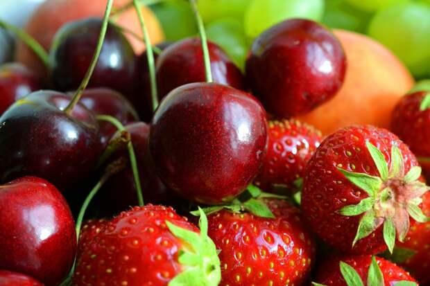 Агроном раскрыл секреты выбора вкусной черешни и клубники