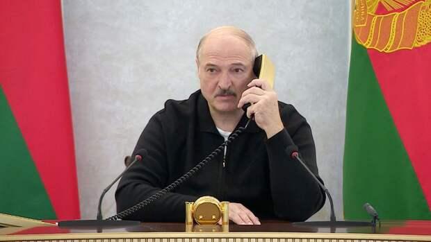 Лукашенко считает, что американцы следят за ним из космоса