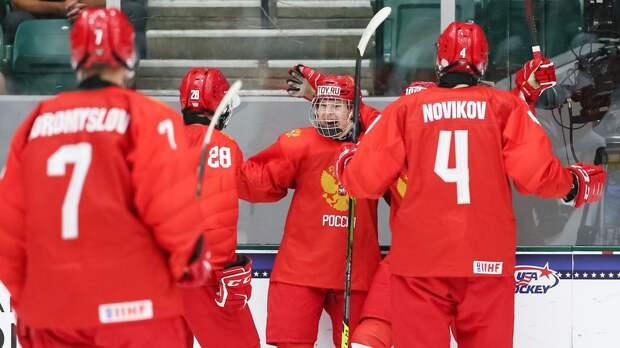Сборная России разгромила Чехию в заключительном матче группового этапа юниорского ЧМ, забросив 11 шайб