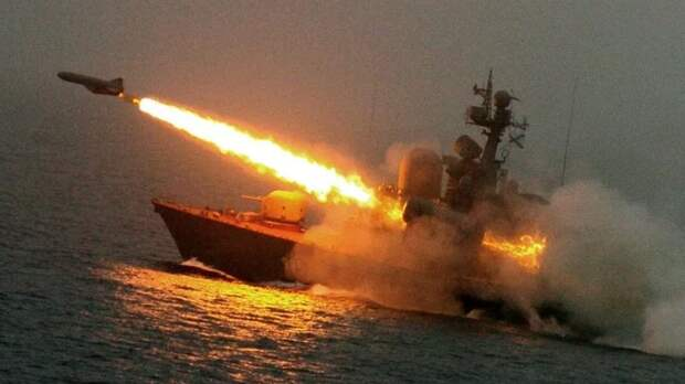 ВМФ России провели учения в Черном море с ракетной стрельбой по надводным целям