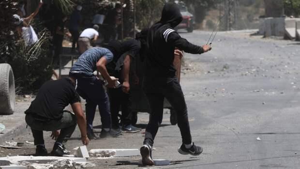 Палестинский подросток ранен на похоронах ребенка, убитого израильскими солдатами