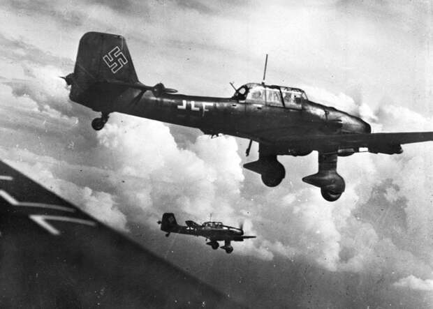 Бомбардировщики Junkers Ju 87, 1943 год LAPI/Roger Viollet via Getty Images