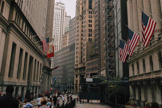 ВВП США упал на рекордные 32,9%