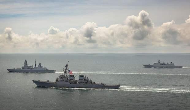 Лондон сделал вид, что его эсминец не менял направление движения после обстрела возле Крыма