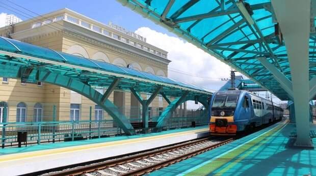 Две старейшие железнодорожные станции отремонтировали в Крыму