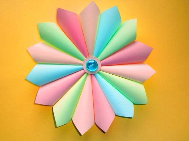 Новогоднее украшение из бумаги для самых маленьких мастеров