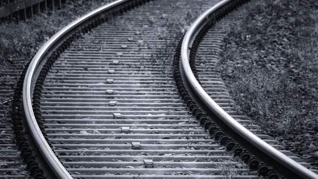 Пожилая пензячка попала под пассажирский поезд и выжила