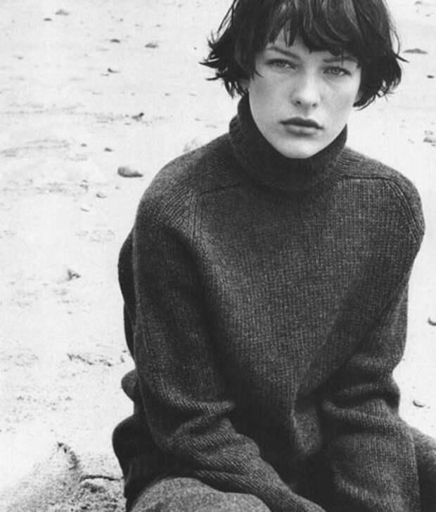 Милла Йовович в хулиганской фотосессии 1997 года.