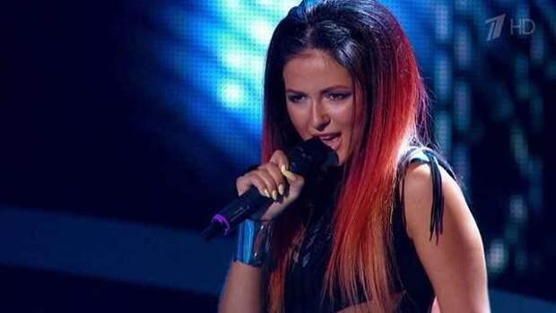 Певица Нюша появилась с огромным животом и спровоцировала слухи о второй беременности