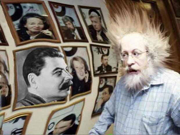 Как будто Сталин снова рядом – и сверлит нас лучистым взглядом...