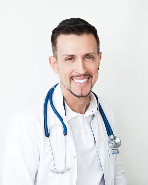 "Ревматолог объяснил правила загара ""против коронавируса"": лица недостаточно"