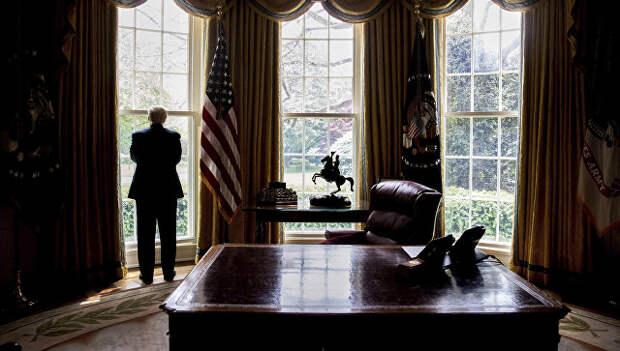 Президент США Дональд Трамп в Овальном кабинете Белого дома. Архивное фото