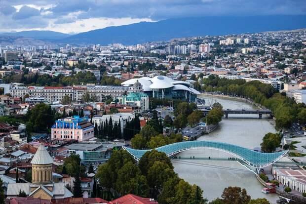 Казахстанка скончалась в результате падения с девятого этажа в Грузии
