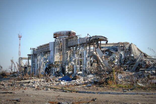 В Баку показали, как выглядит «уничтоженный» армянами аэропорт в Гяндже