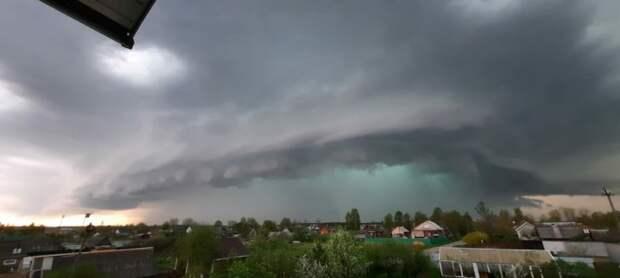 В Ярославской области смерч разрушил крыши домов