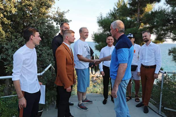 Аксёнов поздравил крымскую команду с выходом в полуфинал Высшей лиги КВН