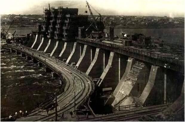 Хроники лжи «Ельцин-центра»: как Сталин-гуманитарий случайно совершил индустриализацию