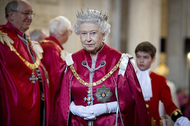 Звон колоколов, провозглашение короля, перевыпуск национальной валюты: что ждет Великобританию после смерти Елизаветы II