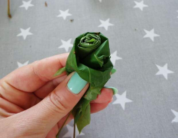 Роза из листьев пошагово 6