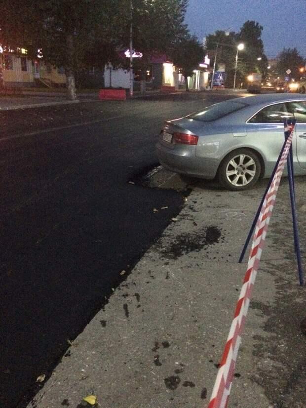 В Рязани асфальтированию дороги помешал припаркованный автомобиль audi, асфальт, ремонт дорог, рязань