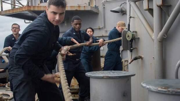 Руководство ВМС США решило увольнять со службы всех невакцинированных солдат