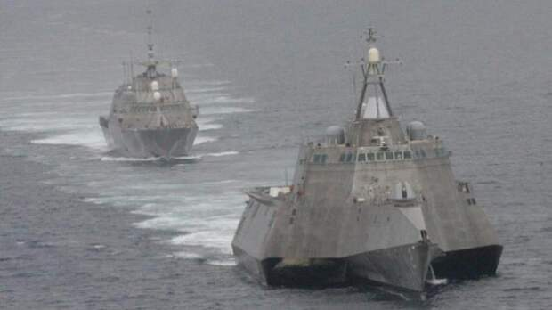 Боевые корабли превратились в металлолом