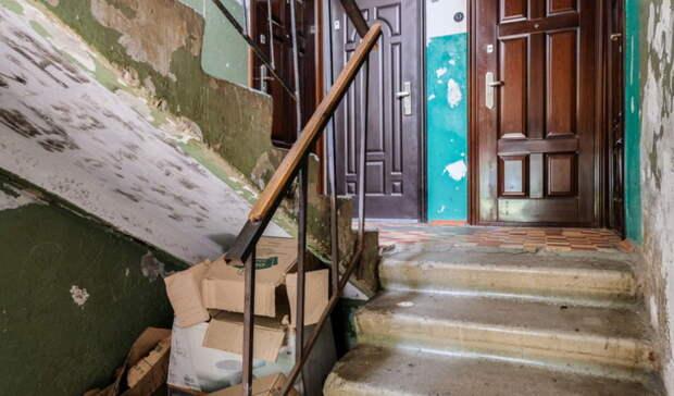 Прокуратура вОренбурге признала незаконными наклейки наквартирах должников