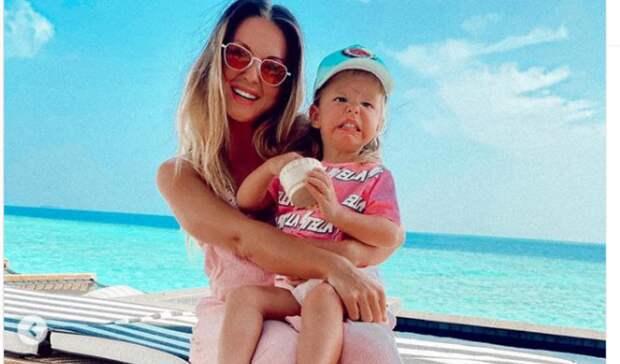 Певица Нюша, назвавшая дочь Симбой, обещает оригинальное имя и второму ребенку