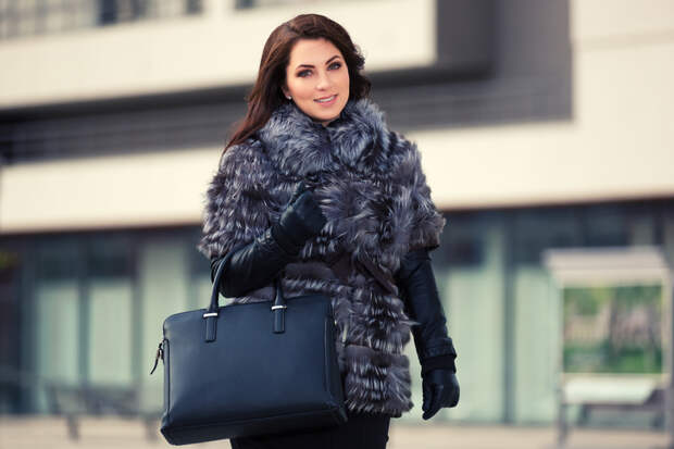 Меховое пальто из чернобурой лисы
