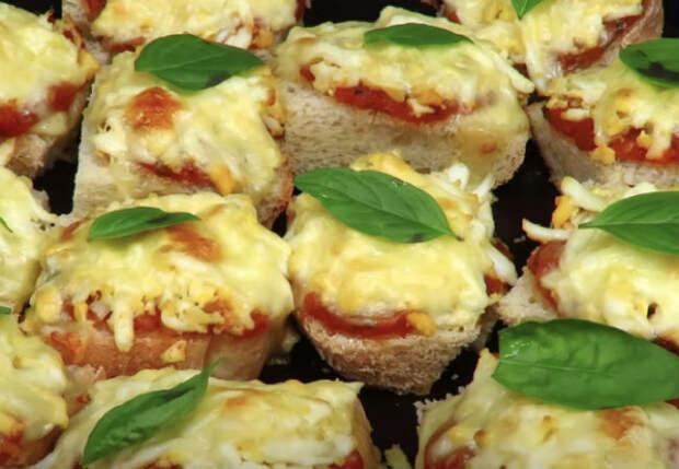 Сытный перекус с сыром и яйцами: в основу берем обычный хлеб