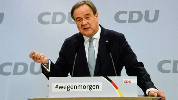 """Возможного преемника Меркель упрекнули в """"поддержке антисемитизма"""""""