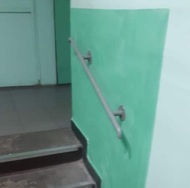 В доме на улице Расковой установили перила